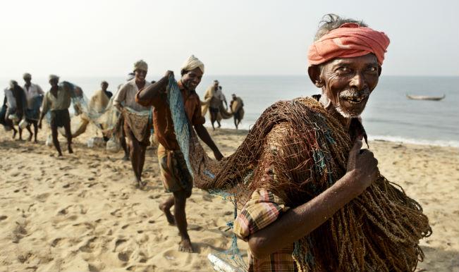 https://roar.sgp1.digitaloceanspaces.com/Reports/2015/10/fishermen.jpg